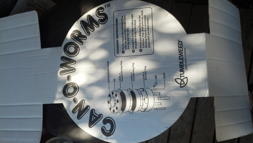 And the instructions for how to put the can-o-worms container together, I actually have a third working trey, I'm not sure if that is an alternate or a bonus but I used it in the set up to be an extra layer for the worms