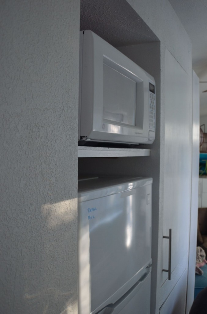 The microwave/fridge