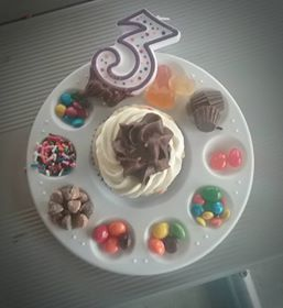 had the DIY cupcakes she wanted to do with different toppings in a paint pallet (we had other art stuff to do but the wind and rain was out so we didnt.